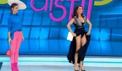 Παρουσιάστρια γδύθηκε ζωντανά επειδή πίστεψε ότι μέσα στο φόρεμά της είχε μπει αράχνη (vid) | Pagenews.gr