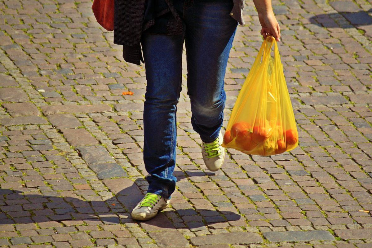 Πλαστικές σακούλες: Πόσα έβγαλε το κράτος από το «χαράτσι» | Pagenews.gr
