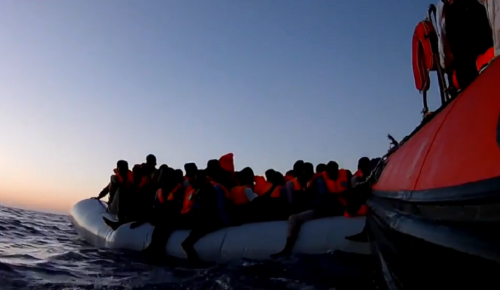 «Σφαγή» Ιταλίας-Μάλτας για τους 629 πρόσφυγες του Aquarius   Pagenews.gr