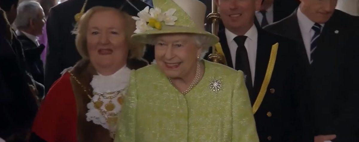 Βασίλισσα Ελισάβετ: Γιόρτασε τα 700 χρόνια του Τάγματος της Περικνημίδας | Pagenews.gr