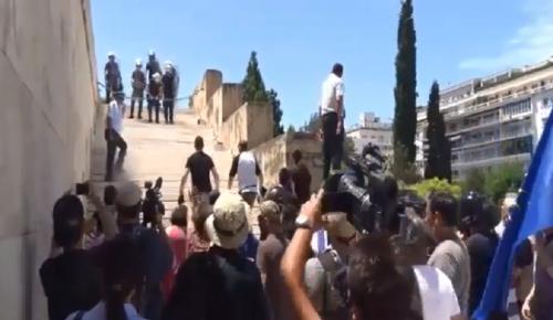 Συλλαλητήριο Μακεδονία: Πετούν μπουκάλια στους αστυνομικούς (vid) | Pagenews.gr