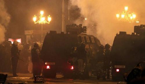 Σκόπια: Εκτεταμένα επεισόδια έξω από το Κοινοβούλιο για τη συμφωνία (pics & vids) | Pagenews.gr