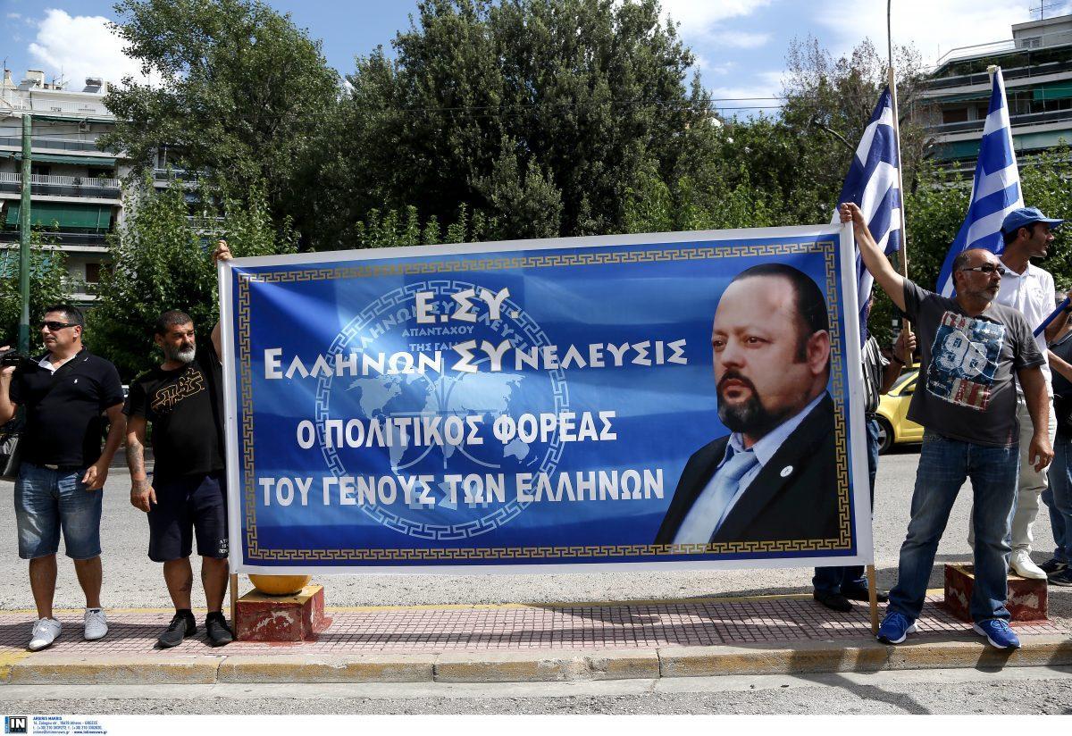 Αρτέμης Σώρρας: Αγνώριστος στα δικαστήρια (pics) | Pagenews.gr