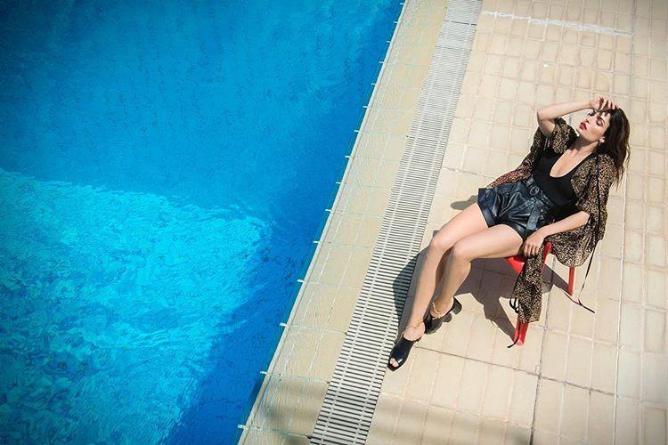 Τρέλα: Η Τόνια Σωτηροπούλου φωτογραφίζεται στην πισίνα (pics&vid) | Pagenews.gr