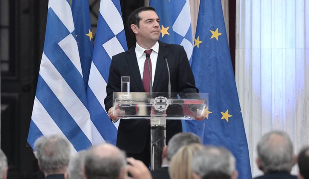 Μια γραβάτα με γραμμάς… | Pagenews.gr