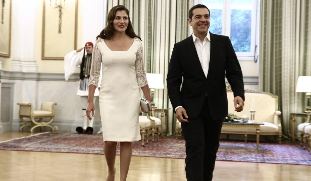 Το «πηγαδάκι» Τσίπρα- Καμμένου που έκανε την Μπαζιάνα να «κοκκινίσει» | Pagenews.gr
