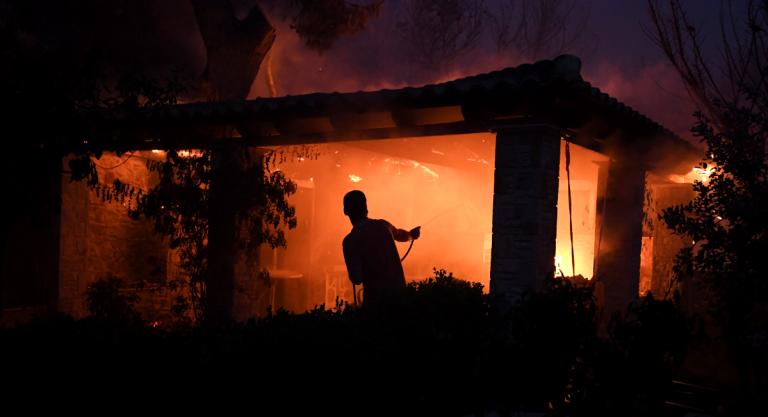 Φωτιά Τώρα: Ανείπωτη τραγωδία – Πάνω από 20 νεκροί ο απολογισμός από τις φωτιές στην Αττική | Pagenews.gr
