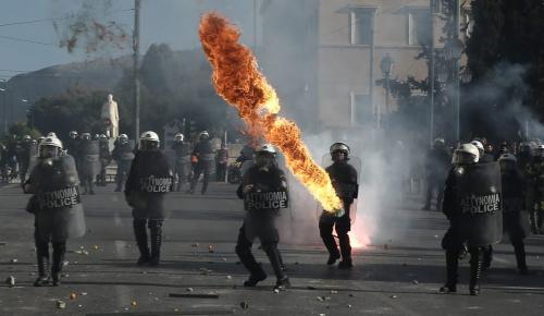 Σύνταγμα: Στον εισαγγελέα οι συλληφθέντες των χθεσινών επεισοδίων | Pagenews.gr