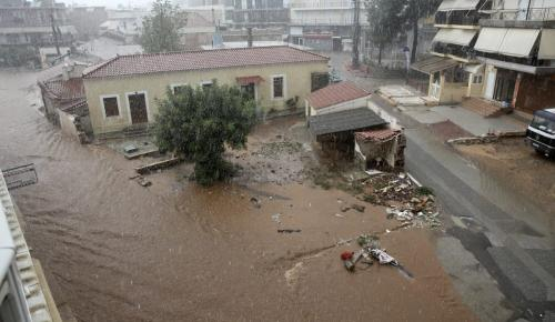 Μάνδρα: Σε απόγνωση οι κάτοικοι – Ζητούν ονόματα υπευθύνων | Pagenews.gr