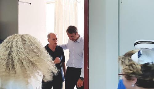 Μητσοτάκης: Επισκέφθηκε τους πληγέντες στο «Ευαγγελισμό» (pics) | Pagenews.gr