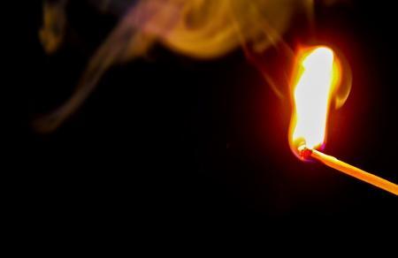 Αμαλιάδα: Βίντεο ντοκουμέντο δείχνει άνδρα να βάζει φωτιά σε θάμνους (vid) | Pagenews.gr