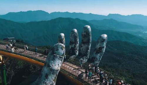 Δυο χέρια «σηκώνουν» μια γέφυρα στον αέρα (vid) | Pagenews.gr