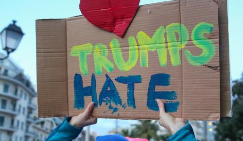 Λονδίνο: Οργισμένοι διαδηλωτές κατά Τραμπ – Πόσα παιδιά έβαλες σήμερα σε κλουβιά; | Pagenews.gr