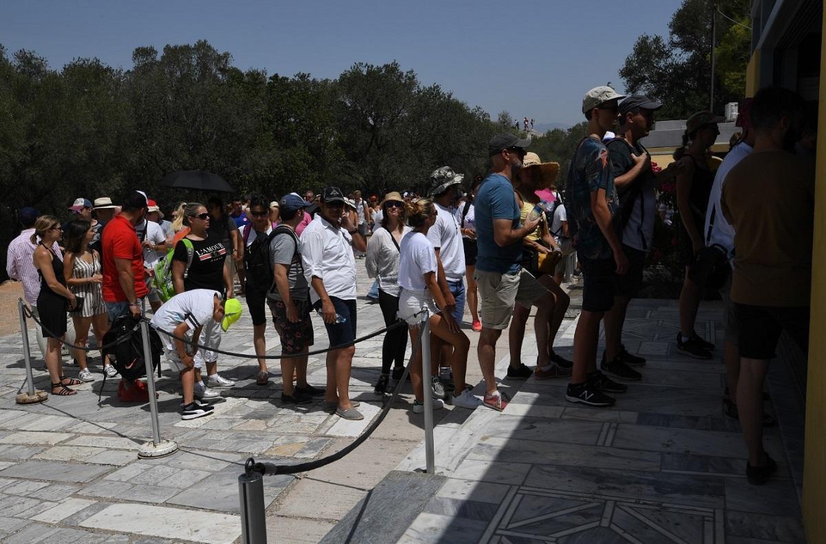 Ακρόπολη: Ουρές λόγω καύσωνα και ωραρίου (pics) | Pagenews.gr