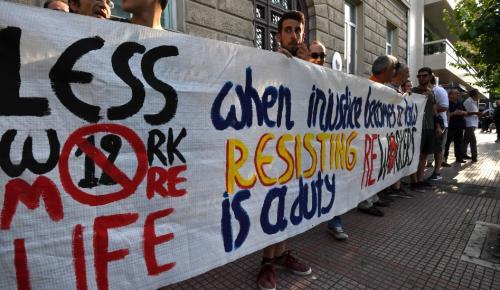 Συγκέντρωση διαμαρτυρίας μπροστά από την πρεσβεία της Αυστρίας για το 12ωρο εργασίας (pics) | Pagenews.gr
