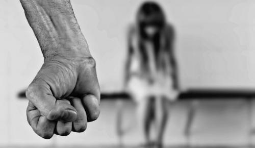 Ινδία: Σε θάνατο καταδικάστηκαν 2 άνδρες που βίασαν 8χρονη | Pagenews.gr
