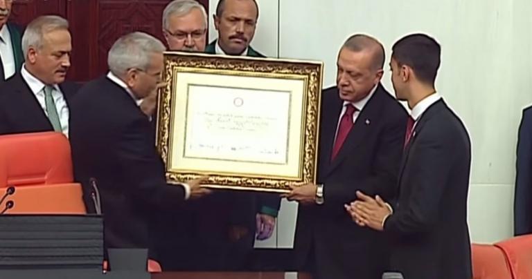 Η τουρκική λίρα κατρακυλάει μετά τον διορισμό του γαμπρού του Ερντογάν | Pagenews.gr