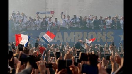 Γαλλία: Έπεσαν τα τείχη για τους παγκόσμιους πρωταθλητές (pics&vids) | Pagenews.gr