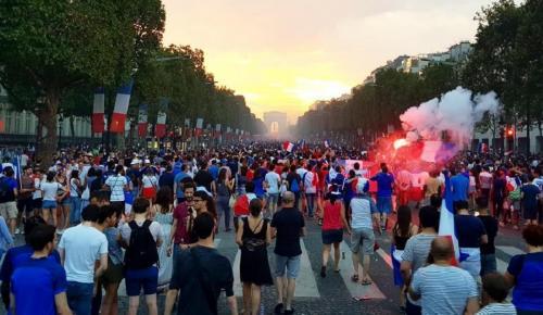 Γαλλία: Υπό κράτηση 292 άνθρωποι για επεισόδια στους εορτασμούς του Μουντιάλ | Pagenews.gr
