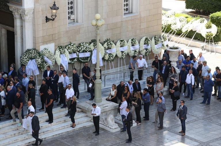 Το τελευταίο «αντίο» στον Σωκράτη Κόκκαλη – Τα σπαρακτικά λόγια του αδελφού του (pics) | Pagenews.gr