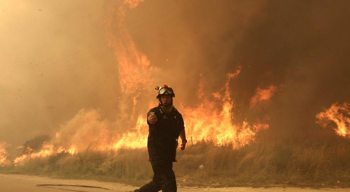 Φωτιά Τώρα: Ημέρα πένθους για την Ελλάδα – Στους 24 οι νεκροί απ' τις φωτιές (pics&vids) | Pagenews.gr