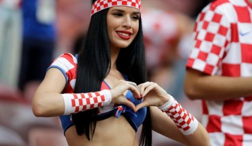 Κολάζει και άγιο: Η φίλη της Κροατίας που πήρε το Μουντιάλ ομορφιάς (pics) | Pagenews.gr