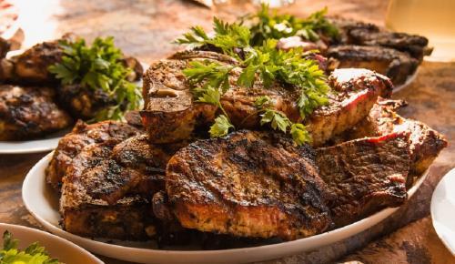Η συνταγή της ημέρας: Χοιρινά φιλετάκια με σχοινόπρασο στο τηγάνι | Pagenews.gr