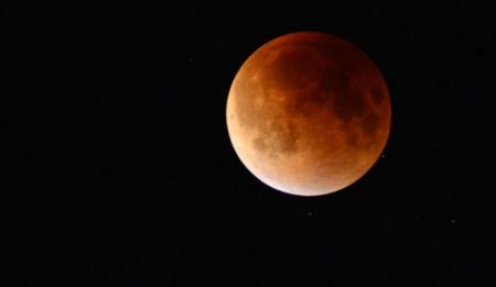 Έρχεται η μεγαλύτερη ολική έκλειψη Σελήνης του 21ου αιώνα (vid) | Pagenews.gr