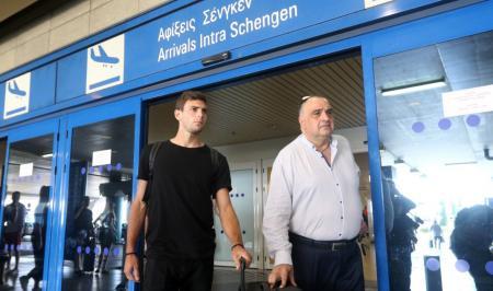 ΑΕΚ: Έφτασε στην Αθήνα ο Λούκας Μπογέ (pics)   Pagenews.gr