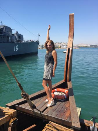Ατύχημα για την Ευγενία Μανωλίδου – Έπεσε στη θάλασσα από τριήρη (pics) | Pagenews.gr