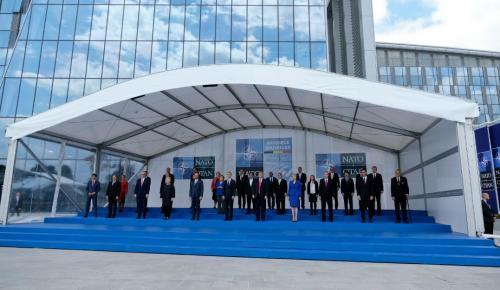 ΝΑΤΟ: 'Ενταξη της ΠΓΔΜ όταν επικυρωθεί η συμφωνία – «Βράχος» ο Στόλτενμπεργκ | Pagenews.gr