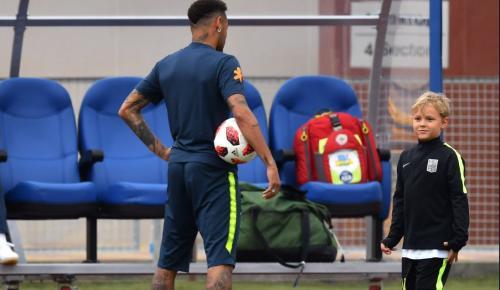 Ο Νεϊμάρ άφησε την προπόνηση για να παίξει μπάλα με τον γιο του (vid) | Pagenews.gr