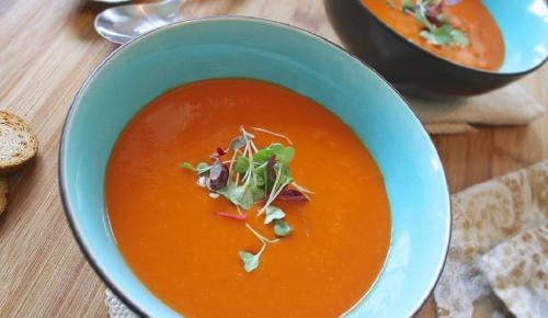 Η συνταγή της ημέρας: Δροσερή ντοματόσουπα με σως εστραγκόν | Pagenews.gr