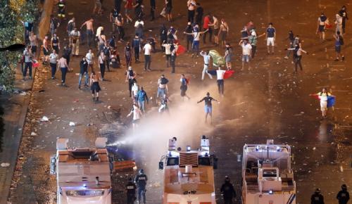 Παρίσι: Δακρυγόνα, επεισόδια και μάχες σώμα με σώμα (pics&vids) | Pagenews.gr