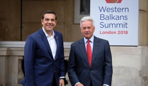 Τσίπρας από Λονδίνο: Η Ελλάδα επιστρέφει – Ανακτά ηγετικό ρόλο στα Βαλκάνια | Pagenews.gr