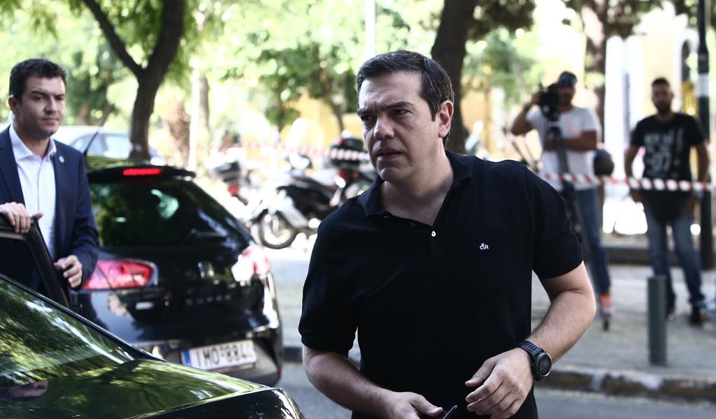 Οι πανηγυρικές φιέστες στο Πολιτικό Συμβούλιο του ΣΥΡΙΖΑ (pics) | Pagenews.gr