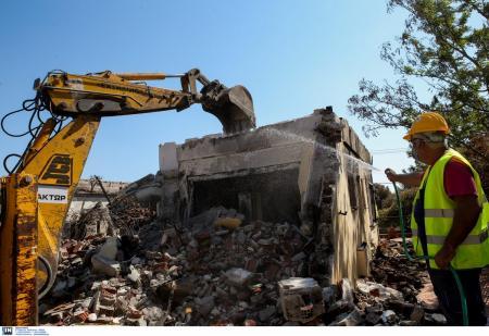 ΦΩΤΙΑ ΜΑΤΙ: Ξεκίνησαν οι κατεδαφίσεις των «κόκκινων» κτιρίων (pics&vid) | Pagenews.gr