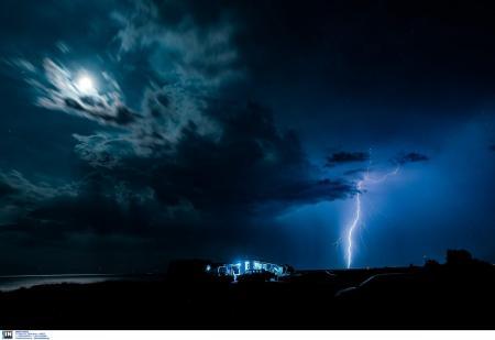 Θεσσαλονίκη: Εικόνες που κόβουν την ανάσα από την ηλεκτρική καταιγίδα (pics) | Pagenews.gr