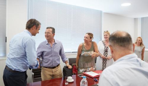 Μητσοτάκης: Συναντήθηκε με κατοίκους από το Μάτι και το Νέο Βουτζά (pics) | Pagenews.gr