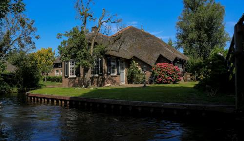 Ολλανδία: Αυτό είναι το πανέμορφο χωριό που δεν έχει ούτε ένα δρόμο (pics) | Pagenews.gr