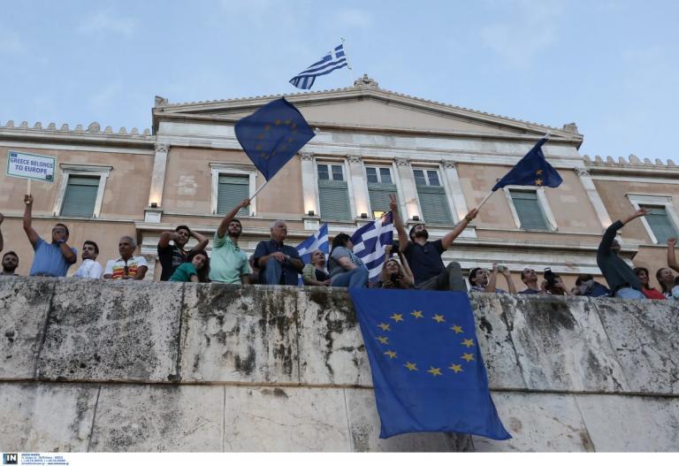 Reuters: Πριν ανοίξετε τις σαμπάνιες να θυμάστε τους πιστωτές | Pagenews.gr