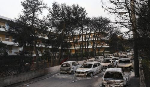 Μάτι: Παράσταση πολιτικής αγωγής για την πυρκαγιά από συγγενή θυμάτων | Pagenews.gr