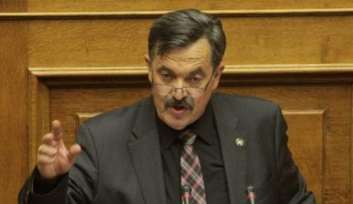 Βουλή: Νέο επεισόδιο με πρωταγωνιστή βουλευτή της Χρυσής Αυγής(vid) | Pagenews.gr