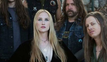 JILL JANUS: Αυτοκτόνησε η τραγουδίστρια των  Huntress | Pagenews.gr