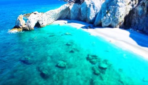 Σκιάθος: Πρόστιμο έως και 1.000 ευρώ αν πάρεις βότσαλα από την παραλία Λαλάρια | Pagenews.gr