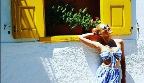 Μαντώ Γαστεράτου: Ποζάρει topless στην Σαντορίνη και τρελαίνει το Instagram (pic) | Pagenews.gr