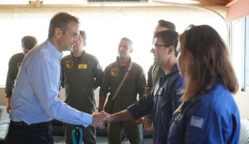 Μητσοτάκης: Επίσκεψη στη βάση των πυροσβεστικών καναντέρ στην Ελευσίνα | Pagenews.gr