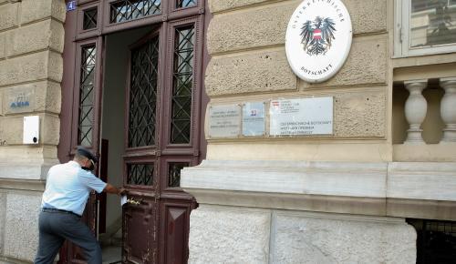 Ρουβίκωνας: Εισβολή στην πρεσβεία της Αυστρίας (pics&vid)   Pagenews.gr