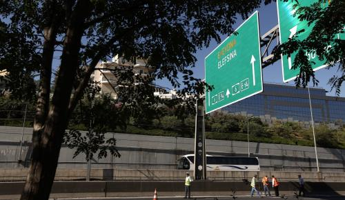 Αττική οδός: Κυκλοφοριακό κομφούζιο μετά από τροχαίο | Pagenews.gr