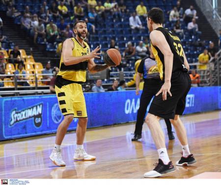 Γιάνκοβιτς: Έδωσε τα χέρια με τον Χολαργό | Pagenews.gr